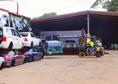 our wrokers in scrap cars dismantling section